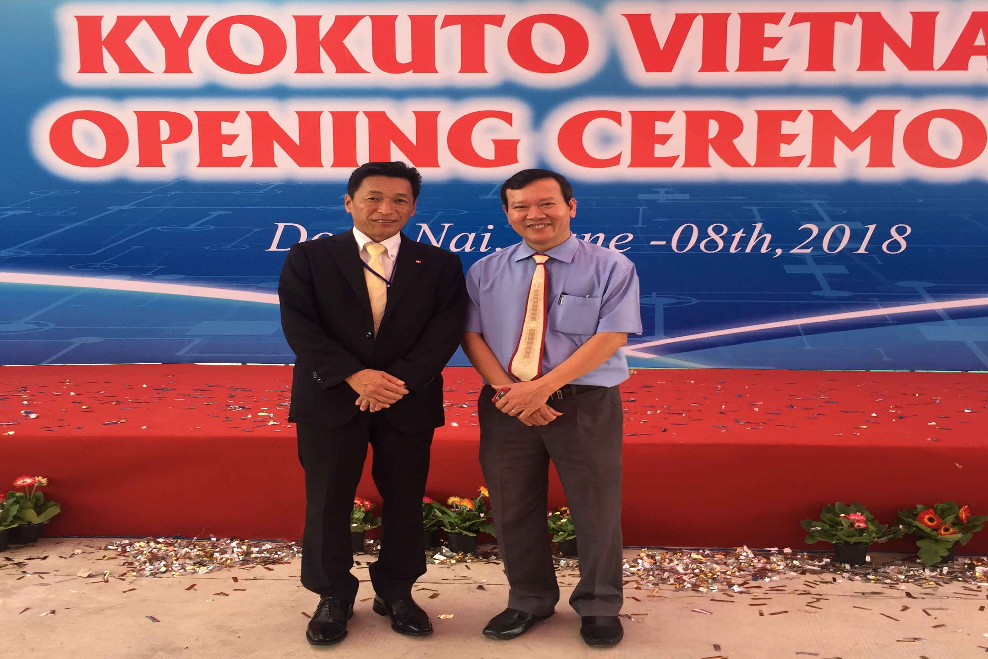 Mr. Kitamura, President of KYOKUTO Electric Co.,LTD và Mr. Lê Anh Đức, President of DCoHT