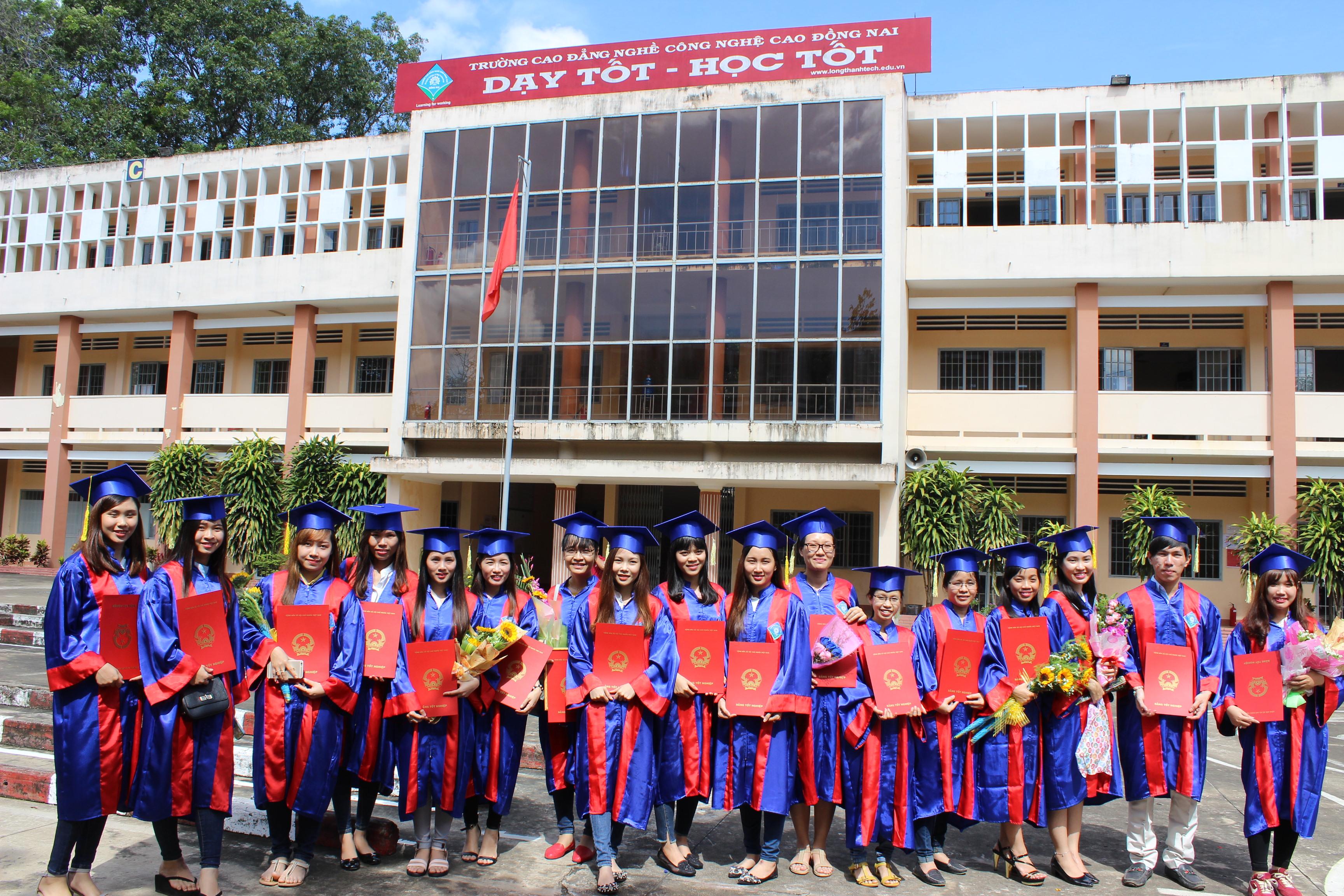 Sinh viên Cao đẳng khóa 2013-2016 tốt nghiệp