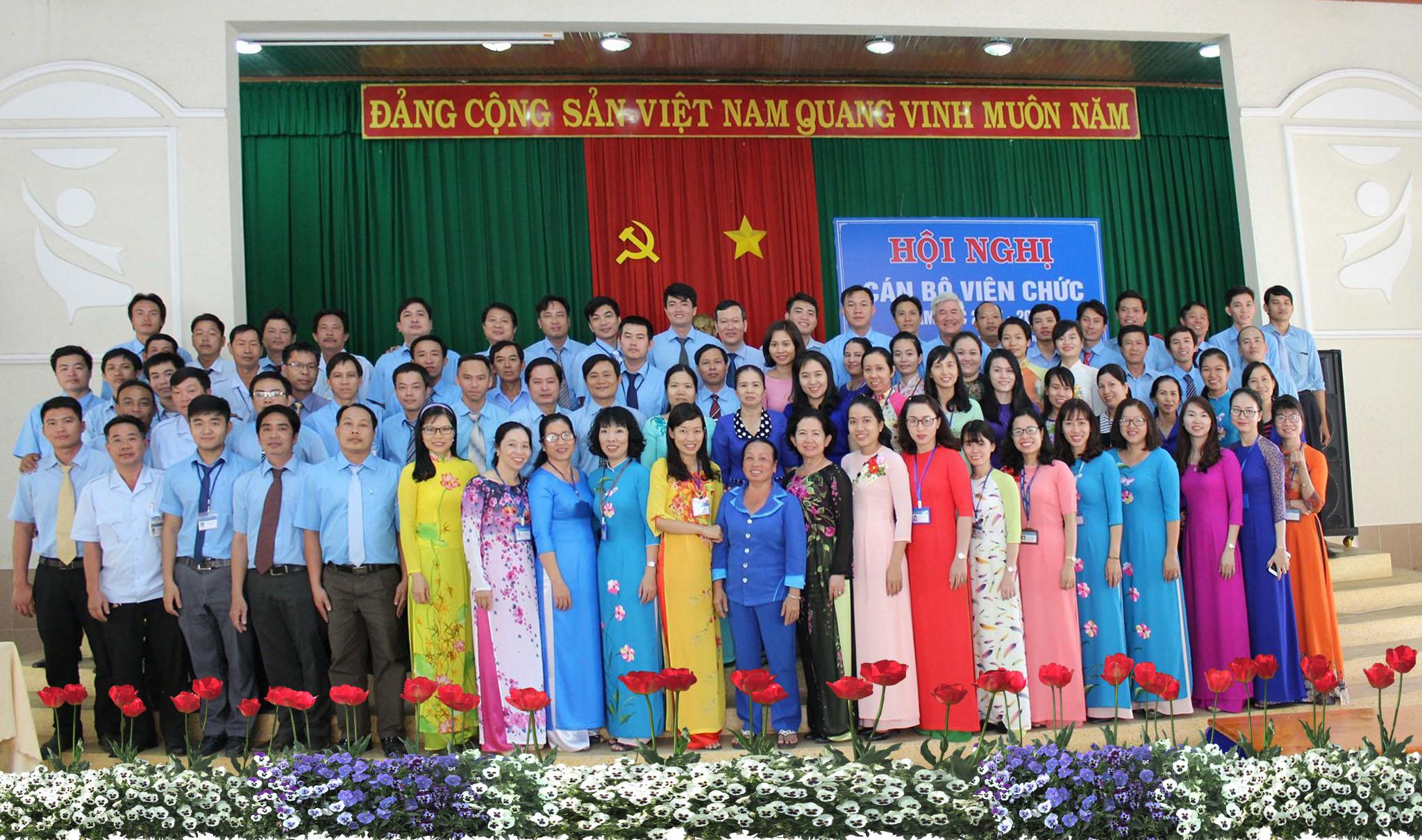 Tập thể cán bộ giảng viên Trường Cao đẳng nghề Công nghệ cao Đồng Nai