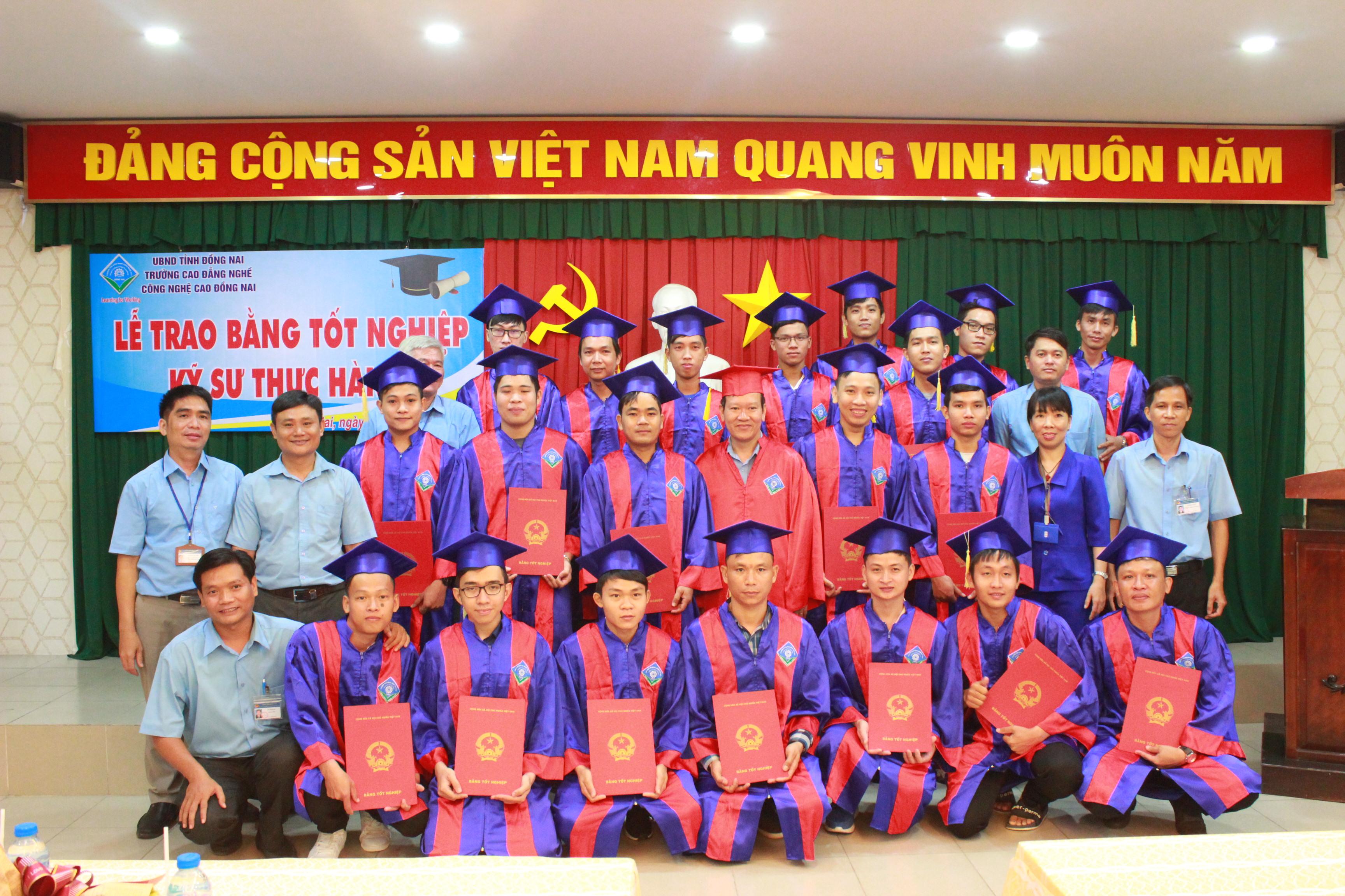 Lễ trao bằng tốt nghiệp Cao đẳng (danh hiệu Kỹ sư thực hành).